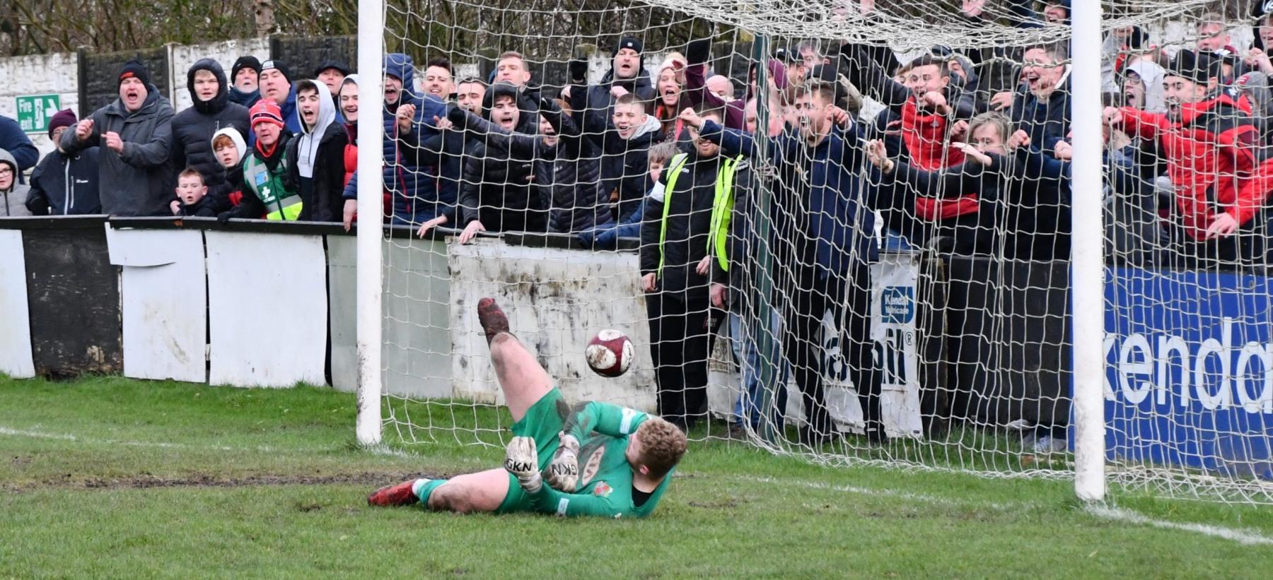 Kendal-Town-v-Workington-Reds-Ben-Challis-12-scaled